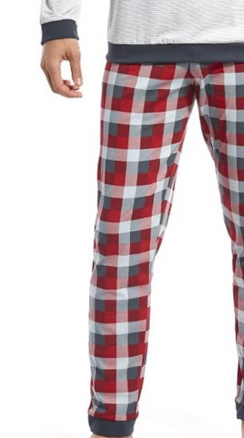 Pyžamo s dlouhými karovanými kalhotami