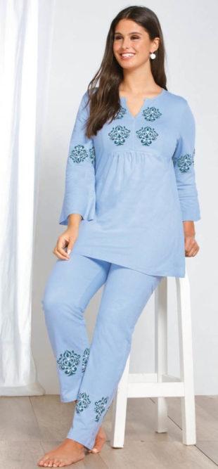 Modré dámské pyžamo s potiskem ornamentů