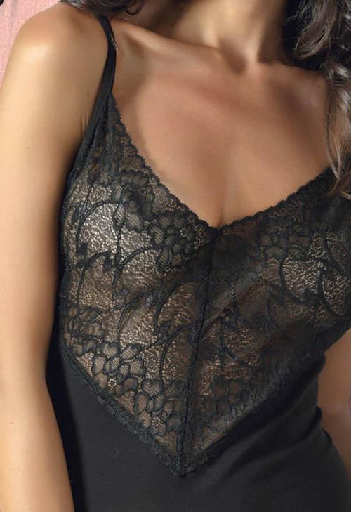 Krátká černá noční košilka s krajkovým horním dílem