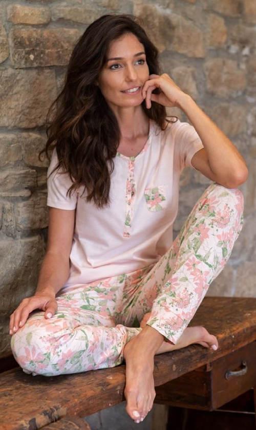 Luxusní dámské pyžamo s květinovým motivem