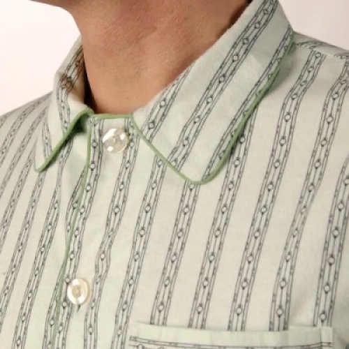 Elegantní pruhované pánské pyžamo s límečkem