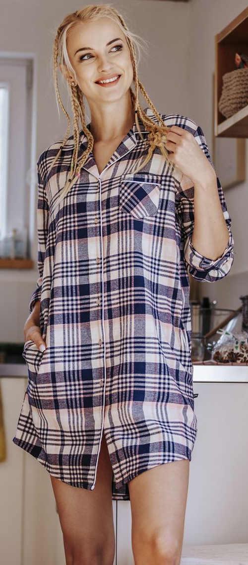 Klasická dámská noční košile s kostkovaným vzorem