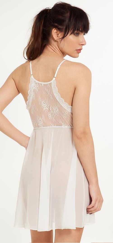 Transparentní bílá noční košilka s krajkovými zády