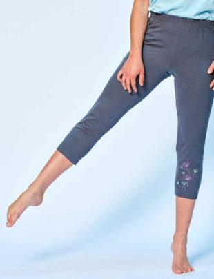 Dámské pyžamové kalhoty v pohodlné 3-4 délce s decentím potiskem