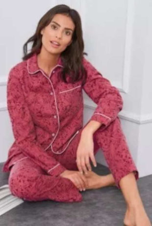 Fialové flanelové dámské kabátkové pyžamo se zapínáním na knoflíčky